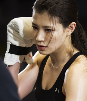 美人ボクサー「高野人母美」さんのパフォーマンスがすごい!